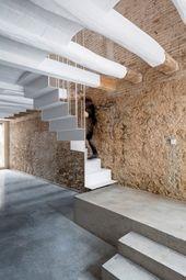 Réhabilitation d'un bâtiment délabré en Espagne par DATAAE – Journal du Design